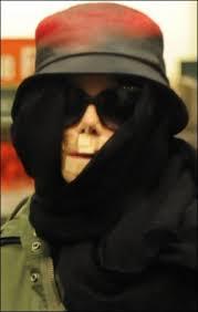 http://www.magictv.tv/2007/12/28/michael-jackson-sempre-piu-bad-e-dangerous-si-trasforma-in-un-mostro-e-fara-un-miniconcerto-per-saldare-i-debiti/