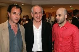 http://www.movieplayer.it/gallery/61052/cannes-2008-roberto-saviano-e-matteo-garrone-rispettivamente-autore-e-regista-di-gomorra-con-l-attor/