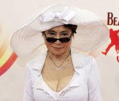 http://www.musicalblog.it/2009/06/leone-d%E2%80%99oro-alla-carriera-per-yoko-ono/